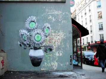 Street Artiste LUDO The-Gunflowers Paris 2009