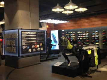 nike magasin magasin nike connecte fuelstation boxpark. Black Bedroom Furniture Sets. Home Design Ideas