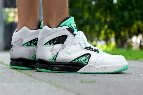 Nike Air Tech Challenge Hybrid QS