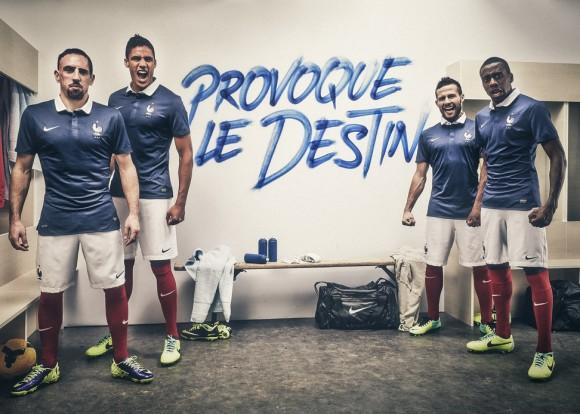 Nike-nouveau-maillot-de-léquipe-de-france-2014-provoque-le-destin-580x414