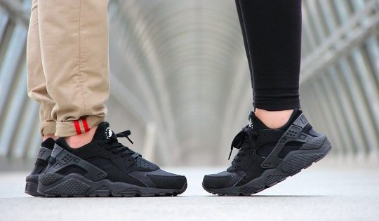 Nike-Air-Huarache-Triple-Black-2014-7-540x360