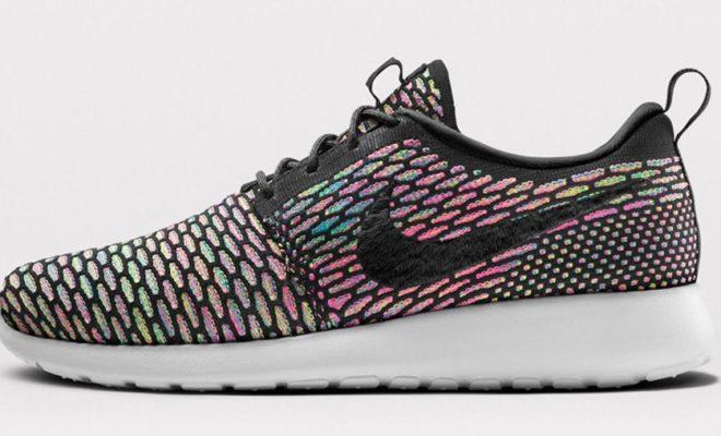 La chaussure Nike Roshe Run Flyknit iD a évolué tout en conservant la  simplicité qui la caractérise. le modèle emblématique est désormais  disponible à la ...