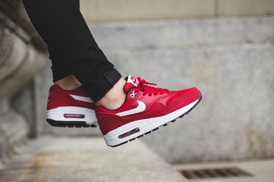 Nike-Air-Max-1-GS-Gym-Red-White-560x373