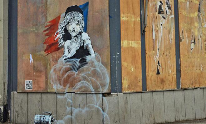 Banksy-Londres-Ambassade-France-Migrants-Calais