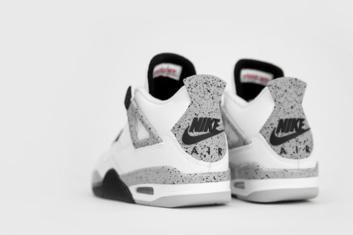 Logo-Talon-Nike-Air-Jordan-4-white-cement
