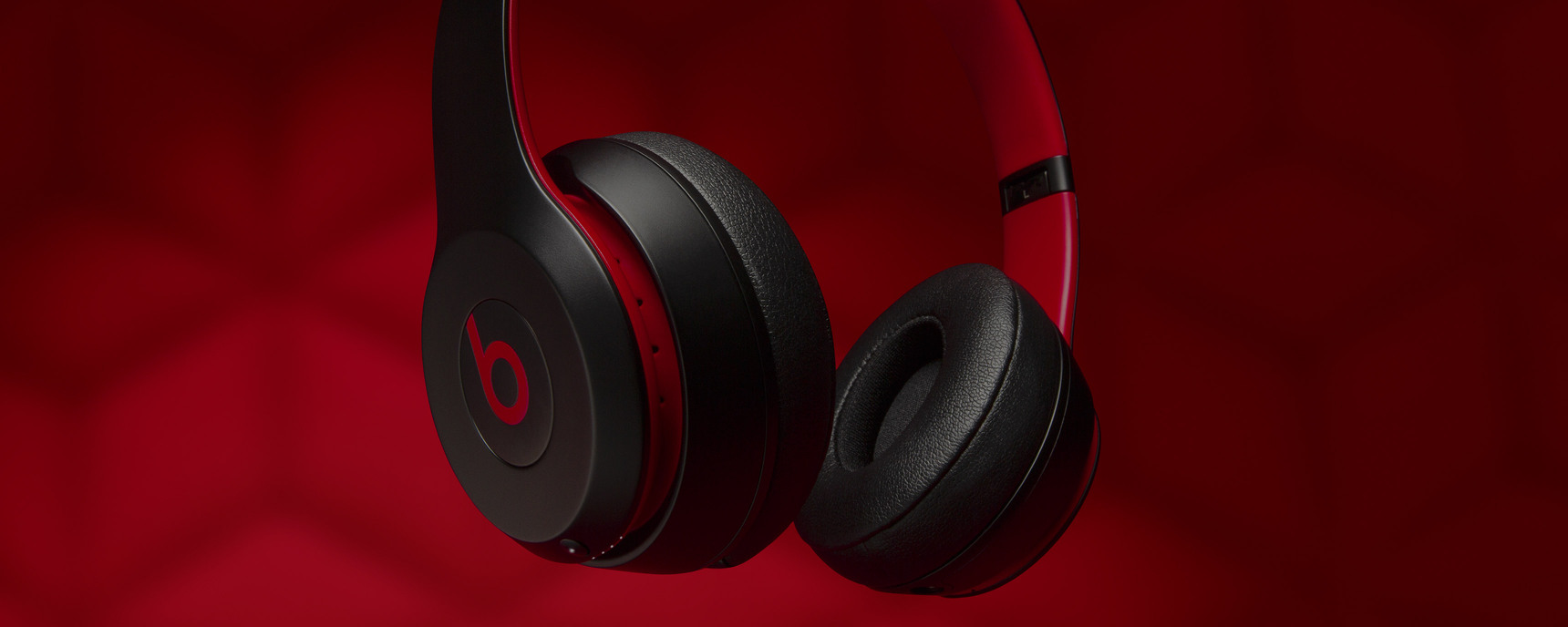 Beats-by-Dr-Dre-made_defiant_solo3_macro_desktop_3440x1376.jpg.large.1x
