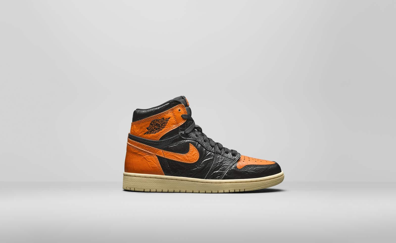 AIR JORDAN I HIGH OG BLACKORANGE 555088028A7RightLateralHR_90895